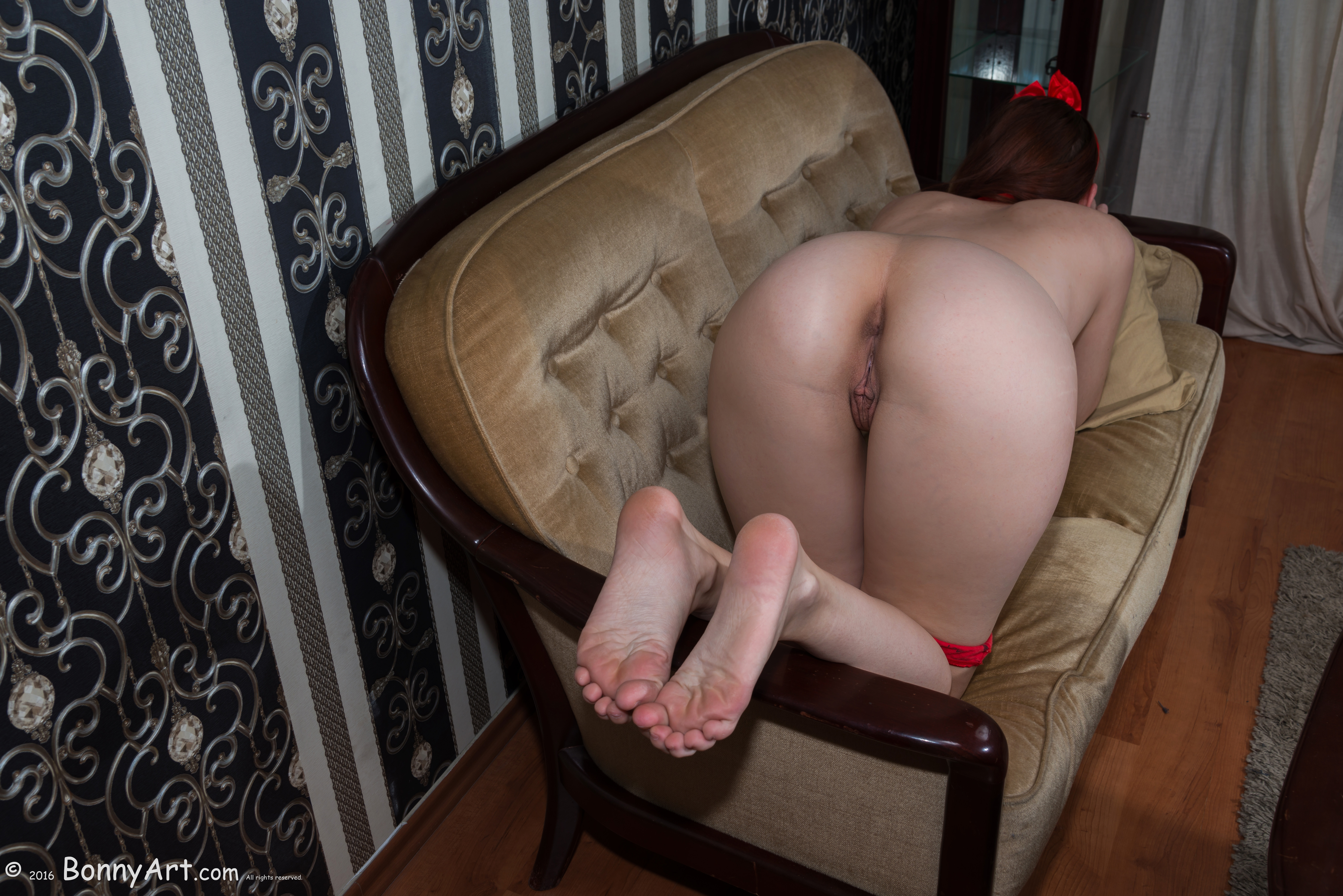 European Naked Booty on all Fours on the Couch HD