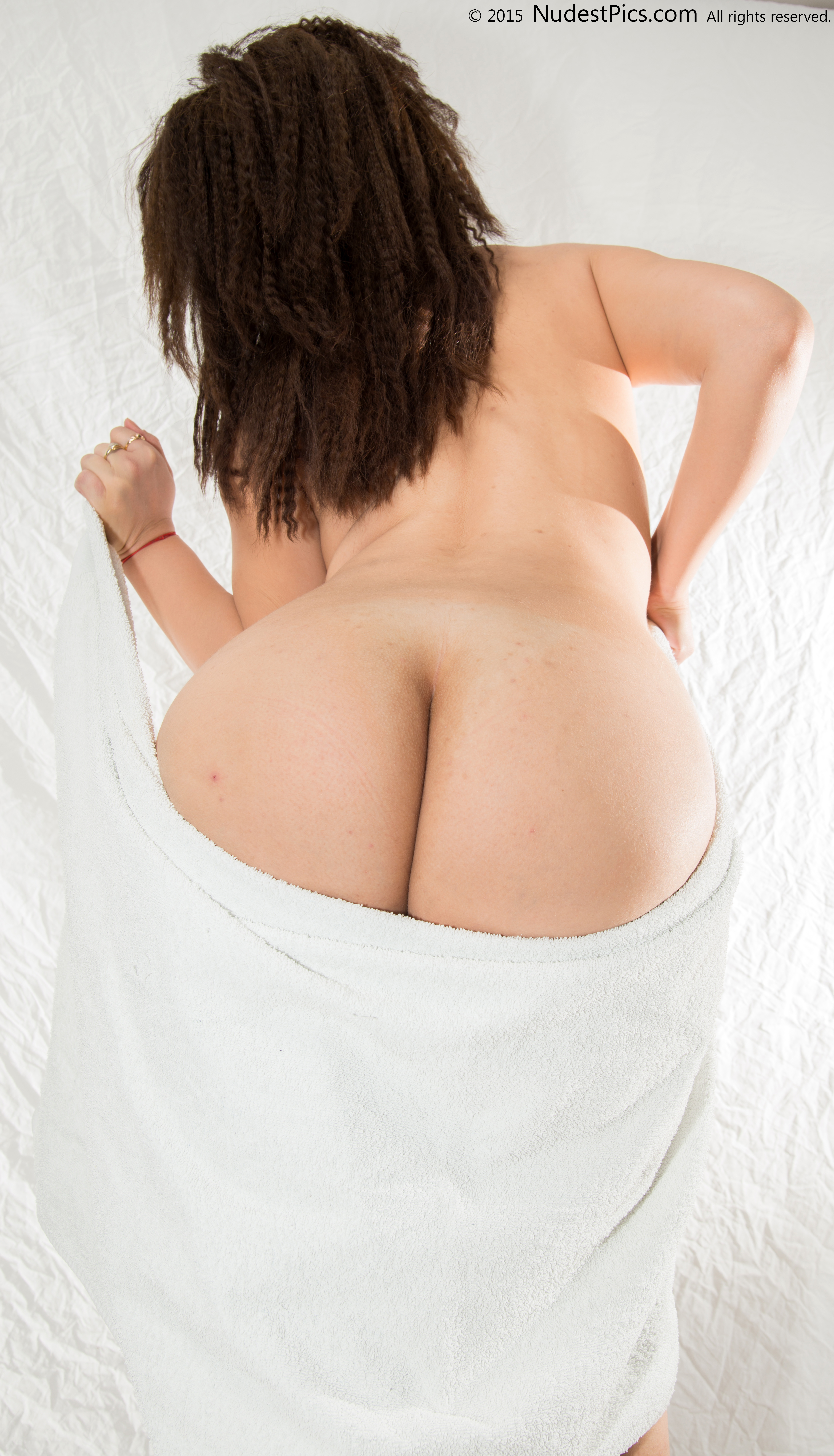 Big Round White Buttocks with Towel