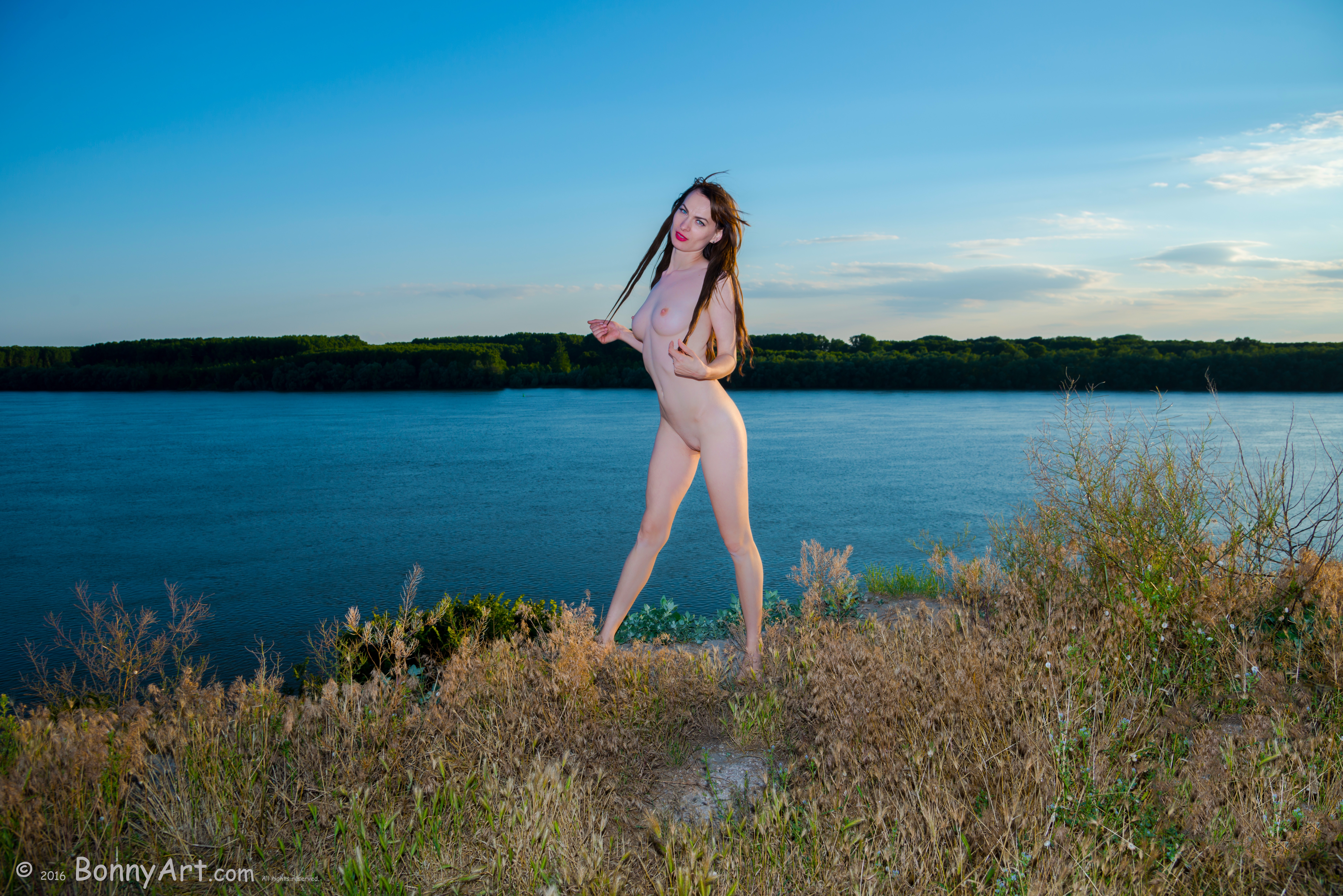 Naked Elf-Like Girl on the Tall Shore HD