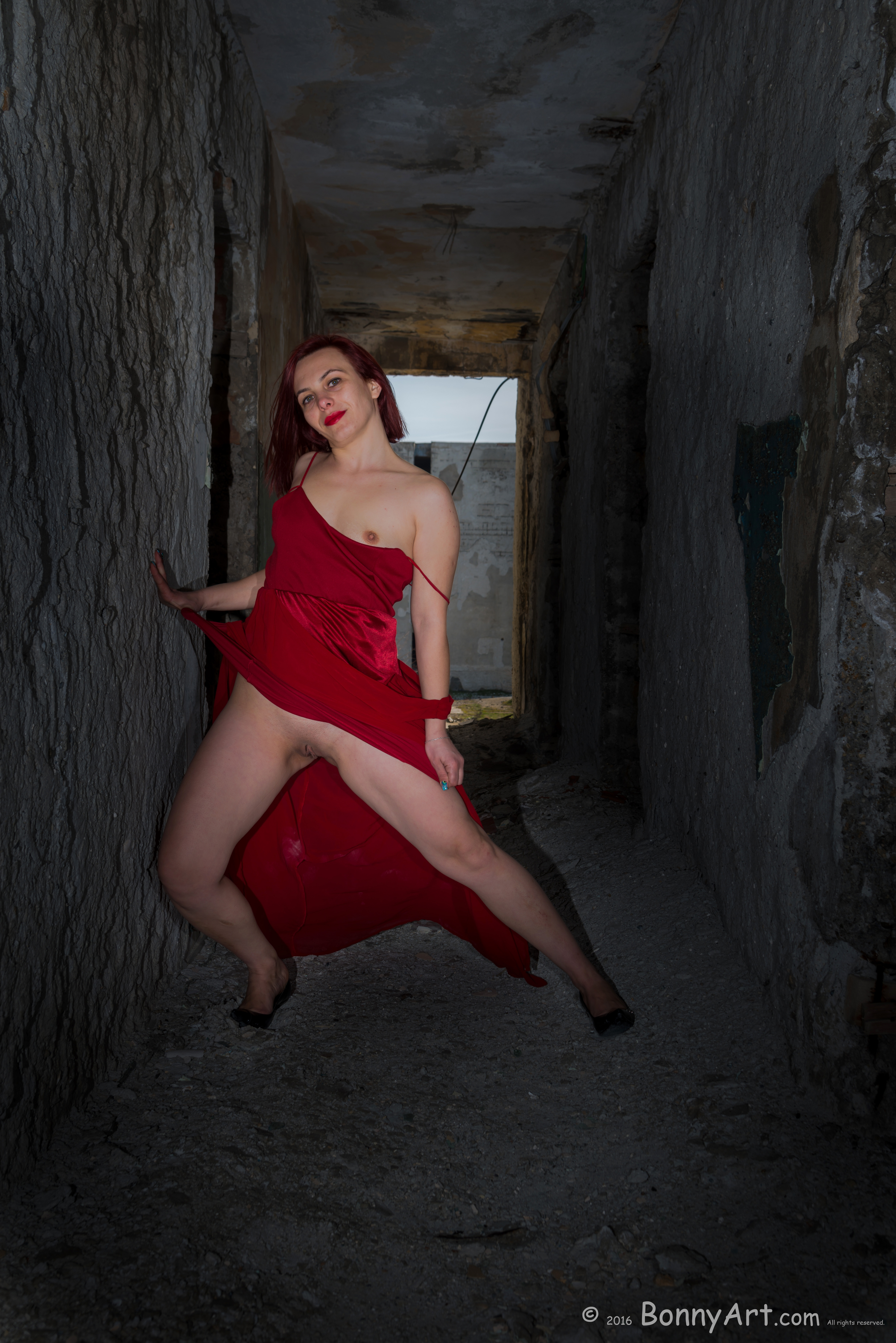 Flashing Pussy and Breast in a Ruined Hallway HD