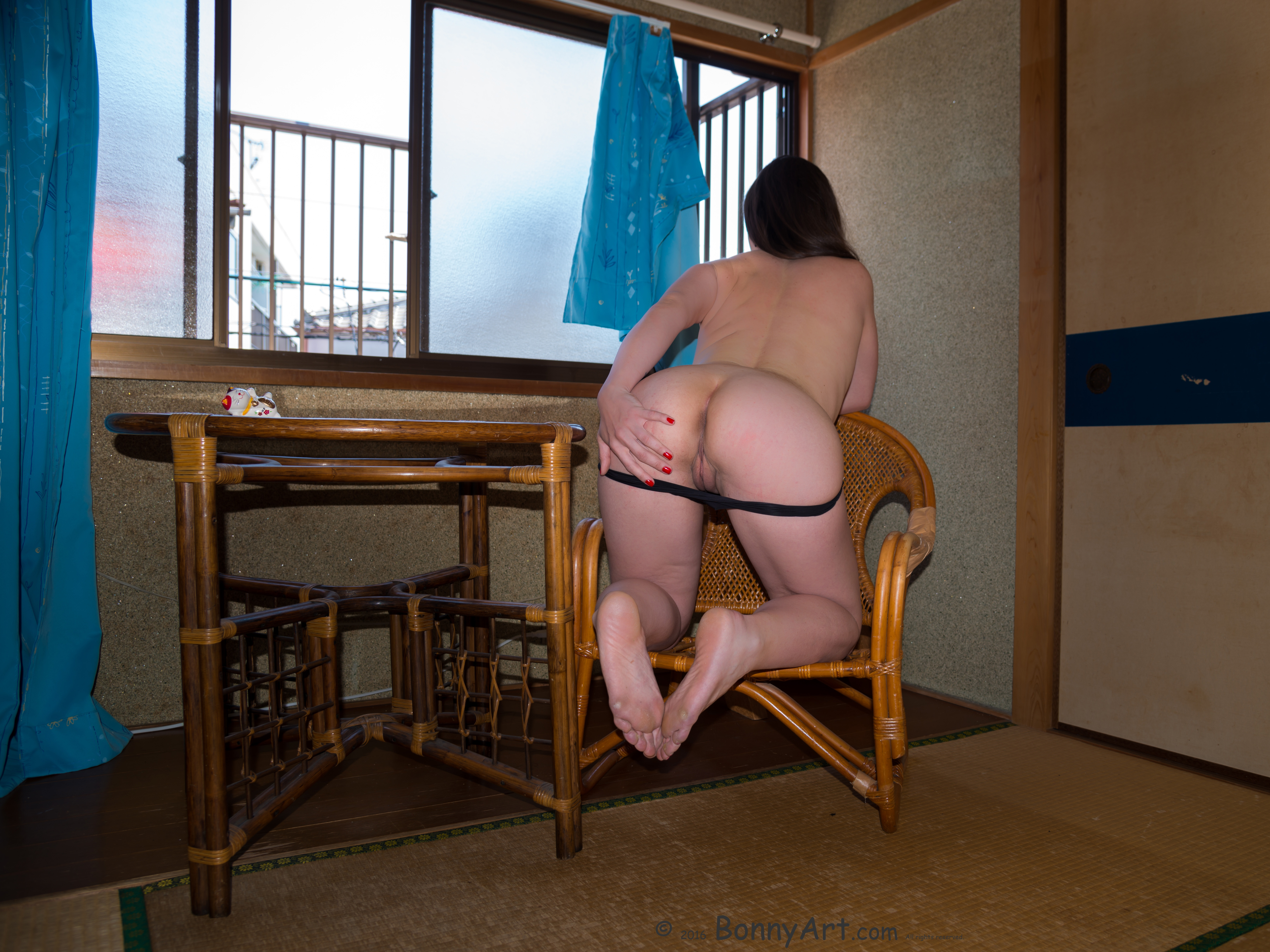 Spreading White Ass in Asian Room HD