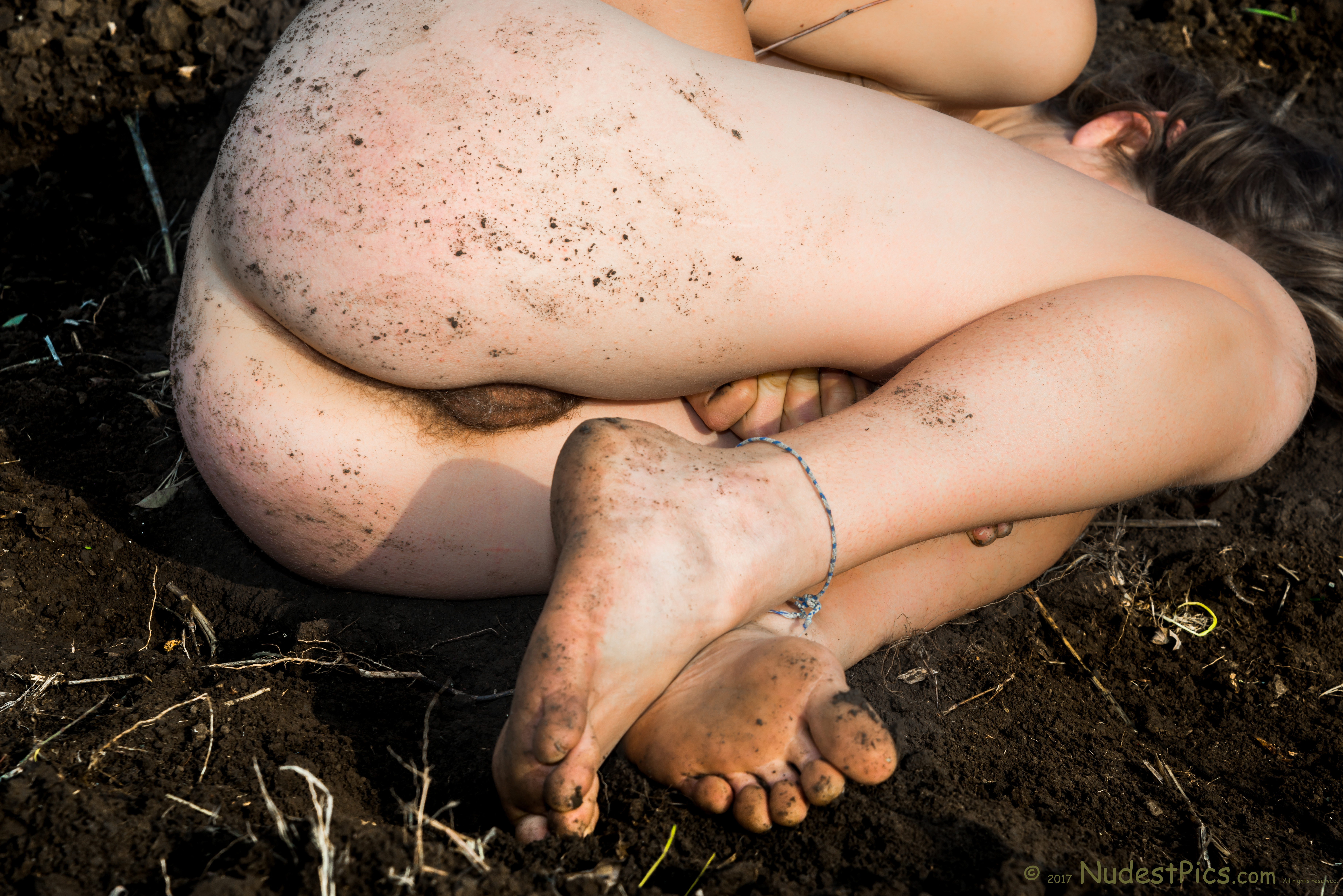 Natural Pubes Girl Squatting on the Soil HD