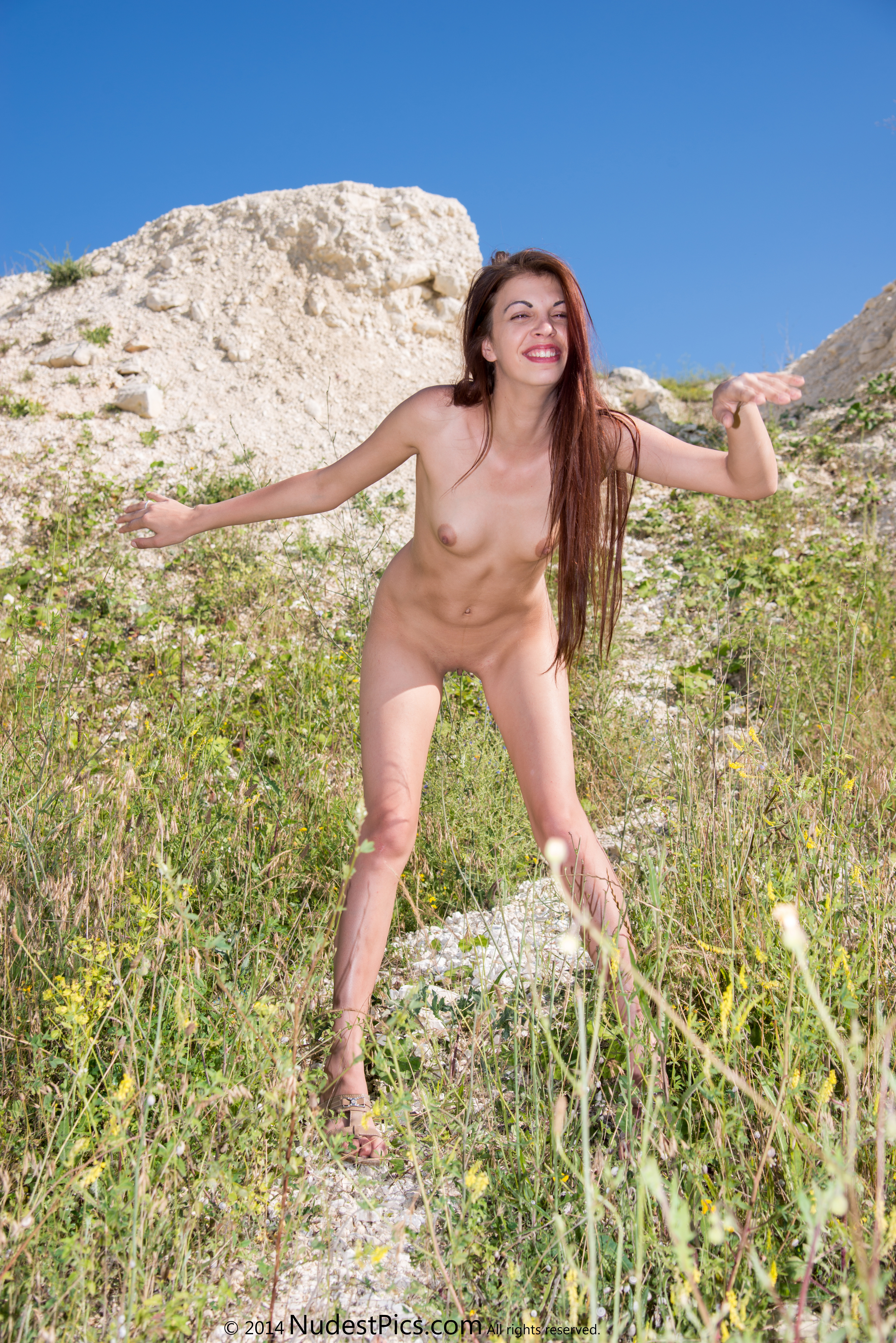 Cute Happy Gal Posing Nude in the Nature