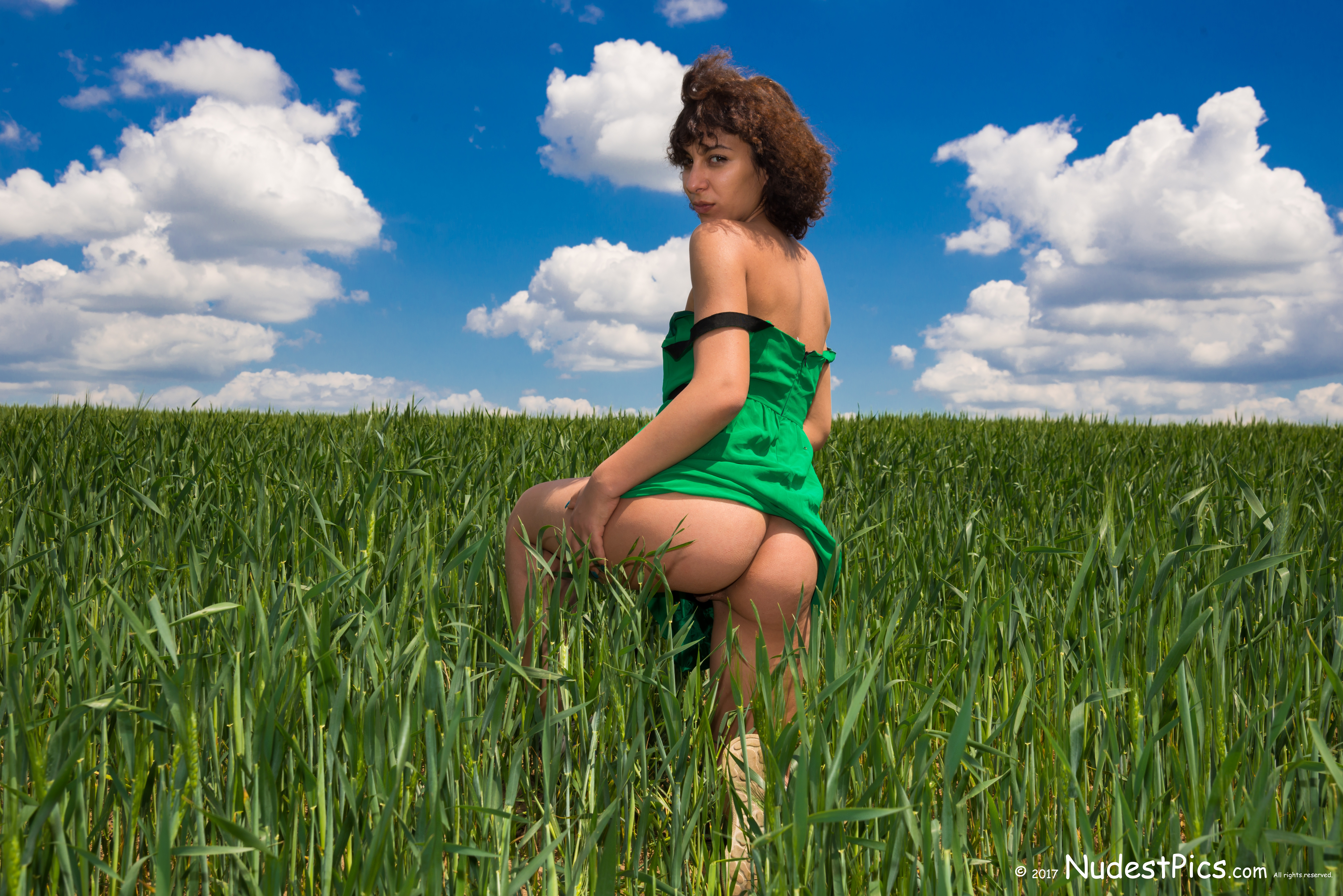 Babe Flashing Butt in the Green Wheat HD