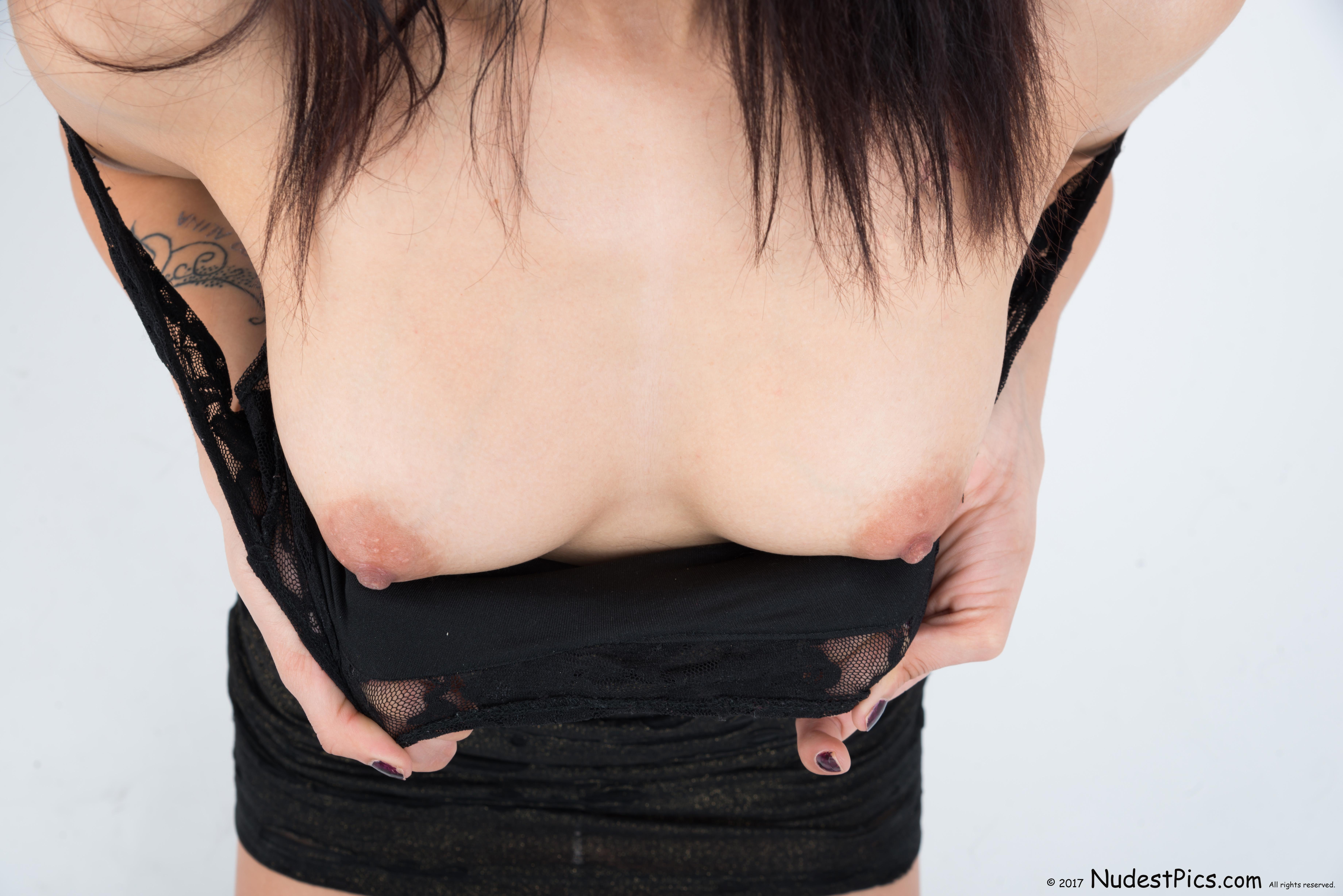 Flashing White Cute Breasts HD