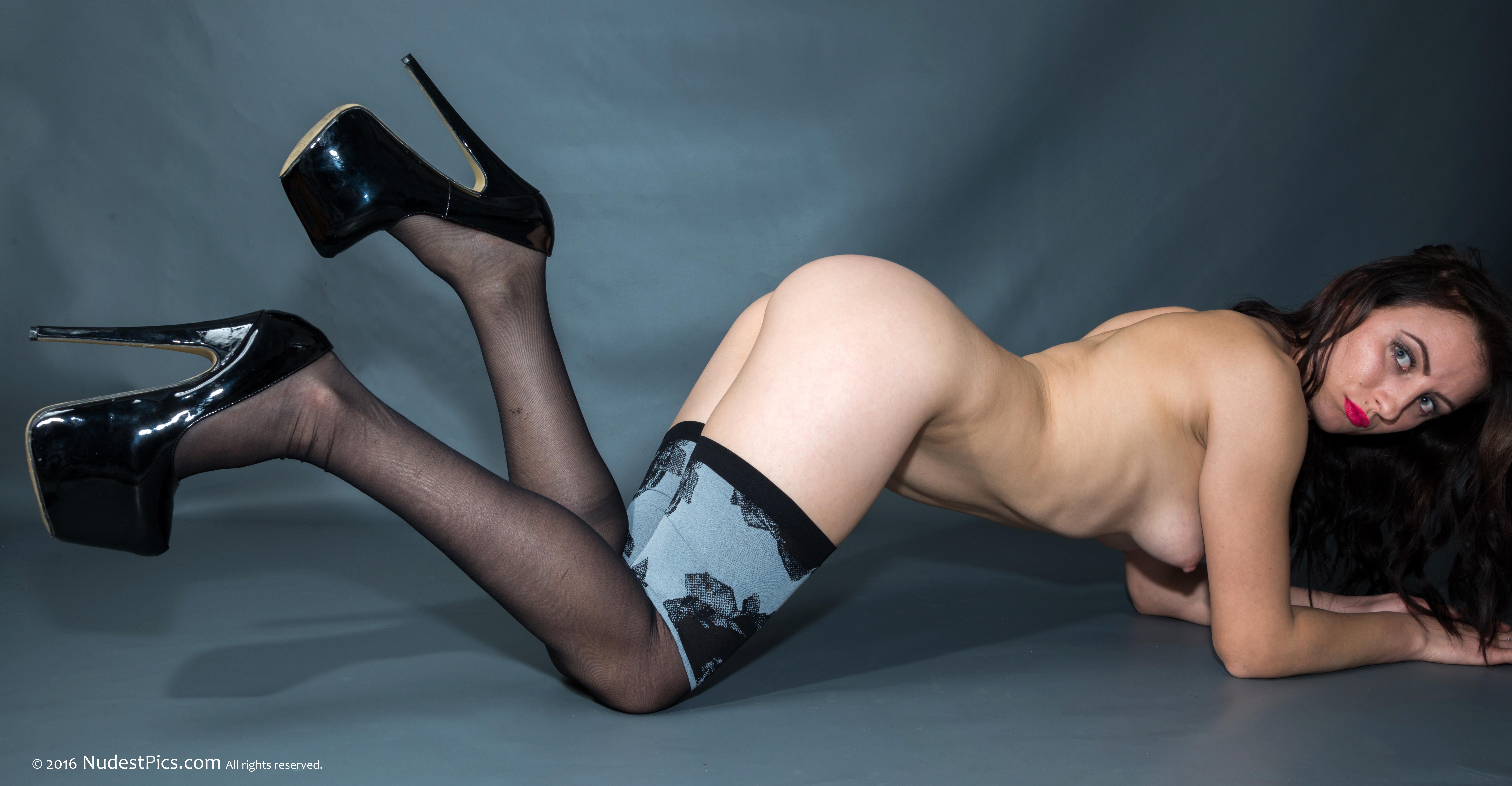 Naked Slim French Girl Sideways full HD