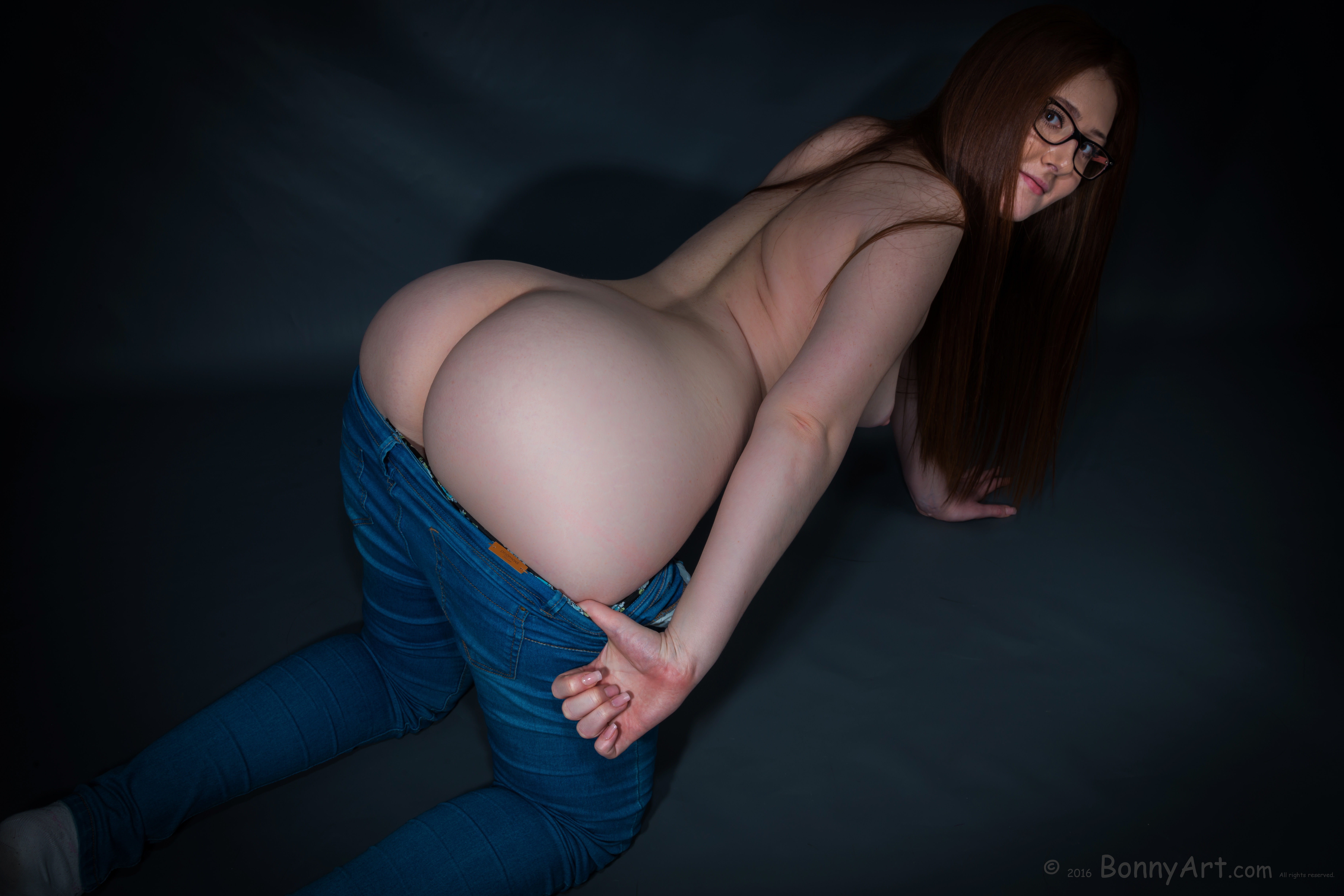 Curvy Young Girl Undressing Her Ass on all fours HD