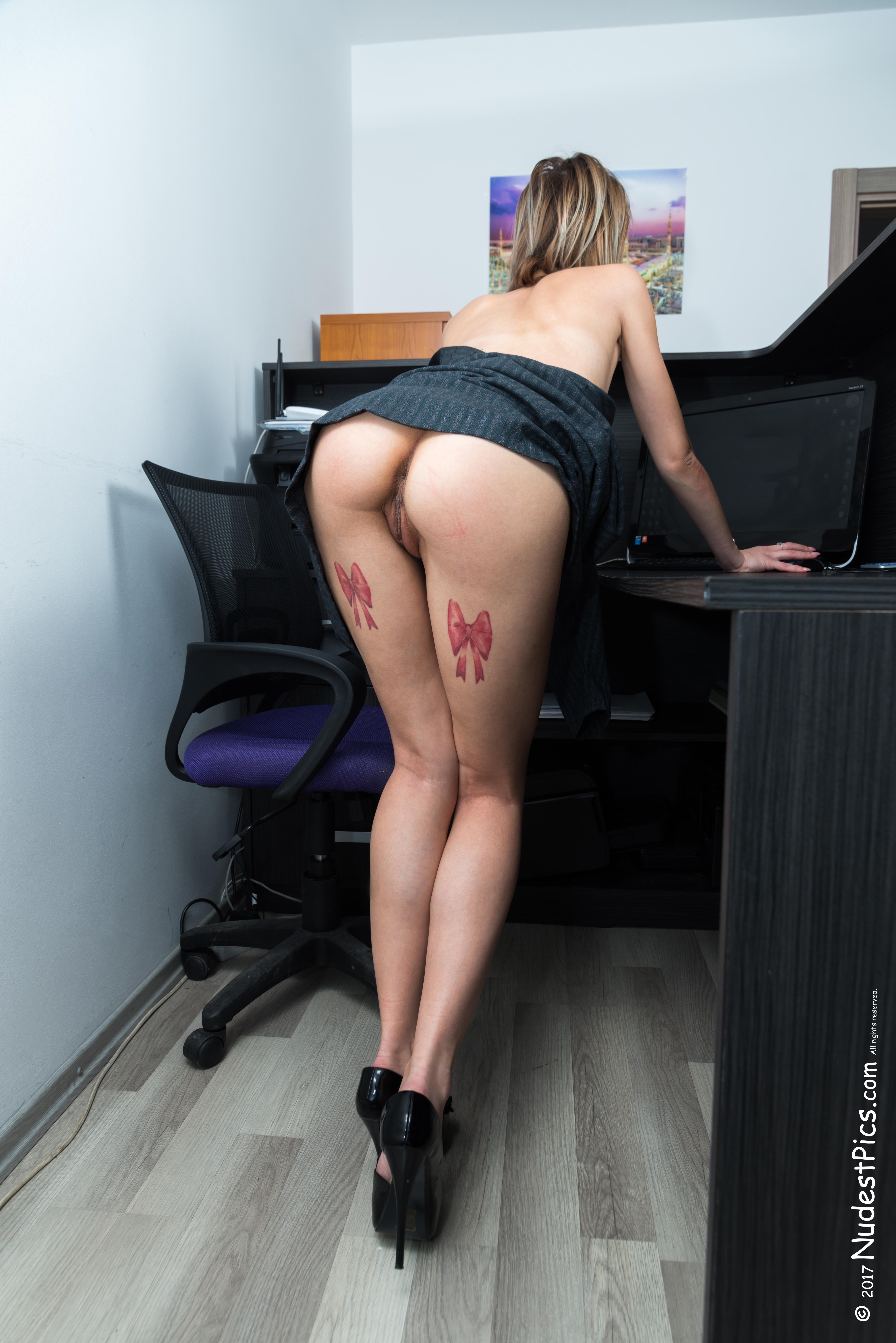 Sneak Peek Pussy & Butt at the Office HD
