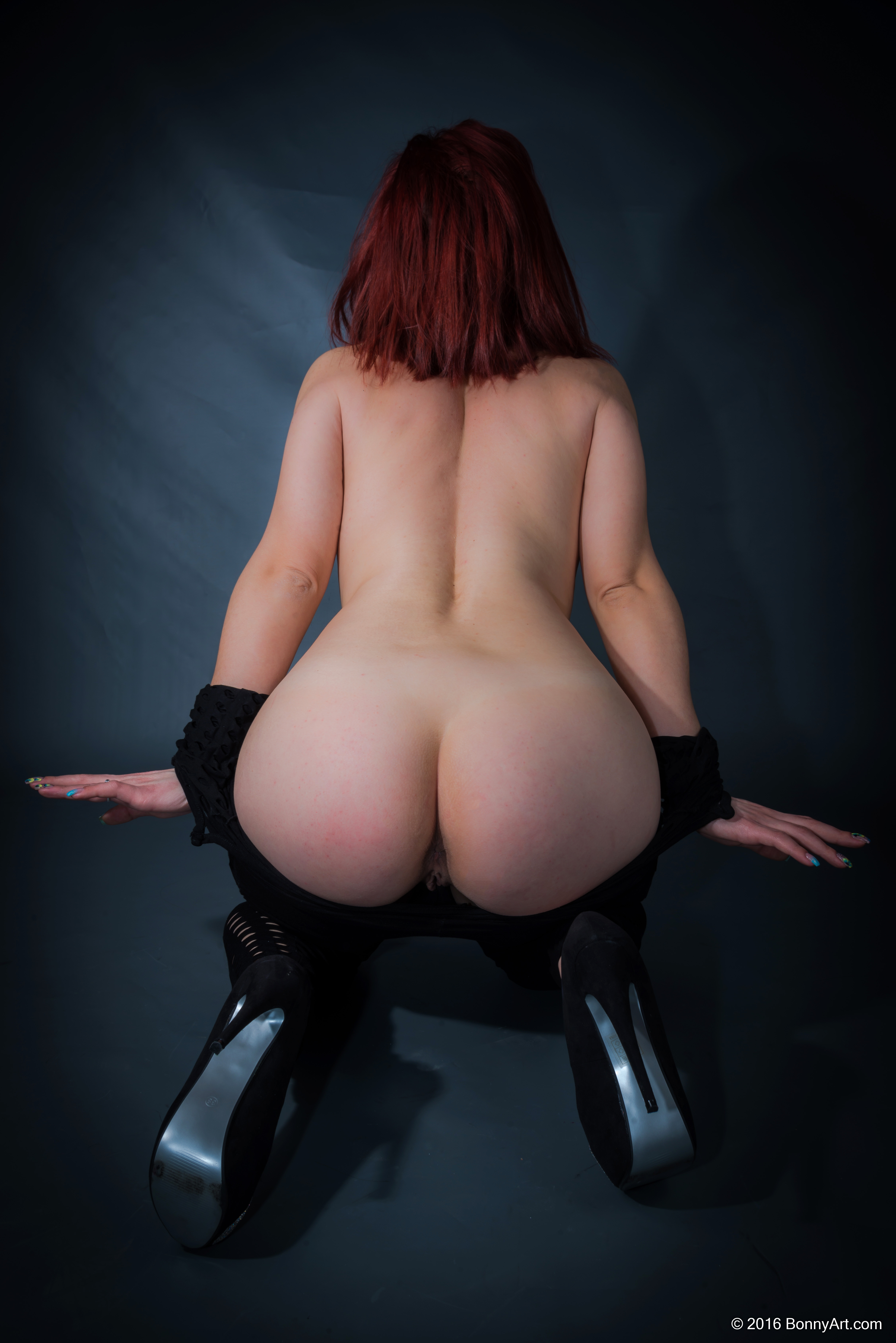 Redhead Undressing Her Big White Booty HD