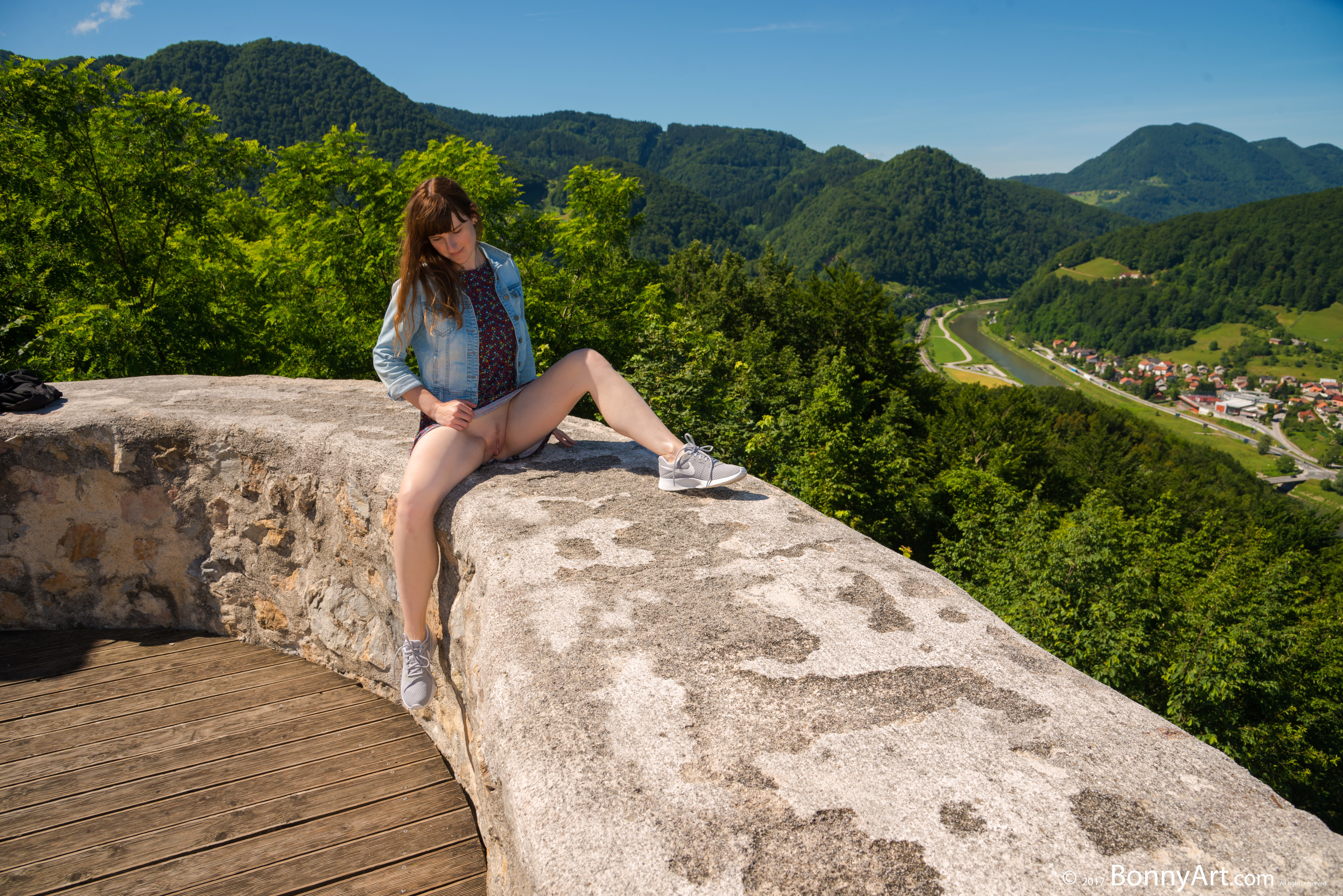 Traveler's Pussy Candid Upskirt Castle on the Hill HD