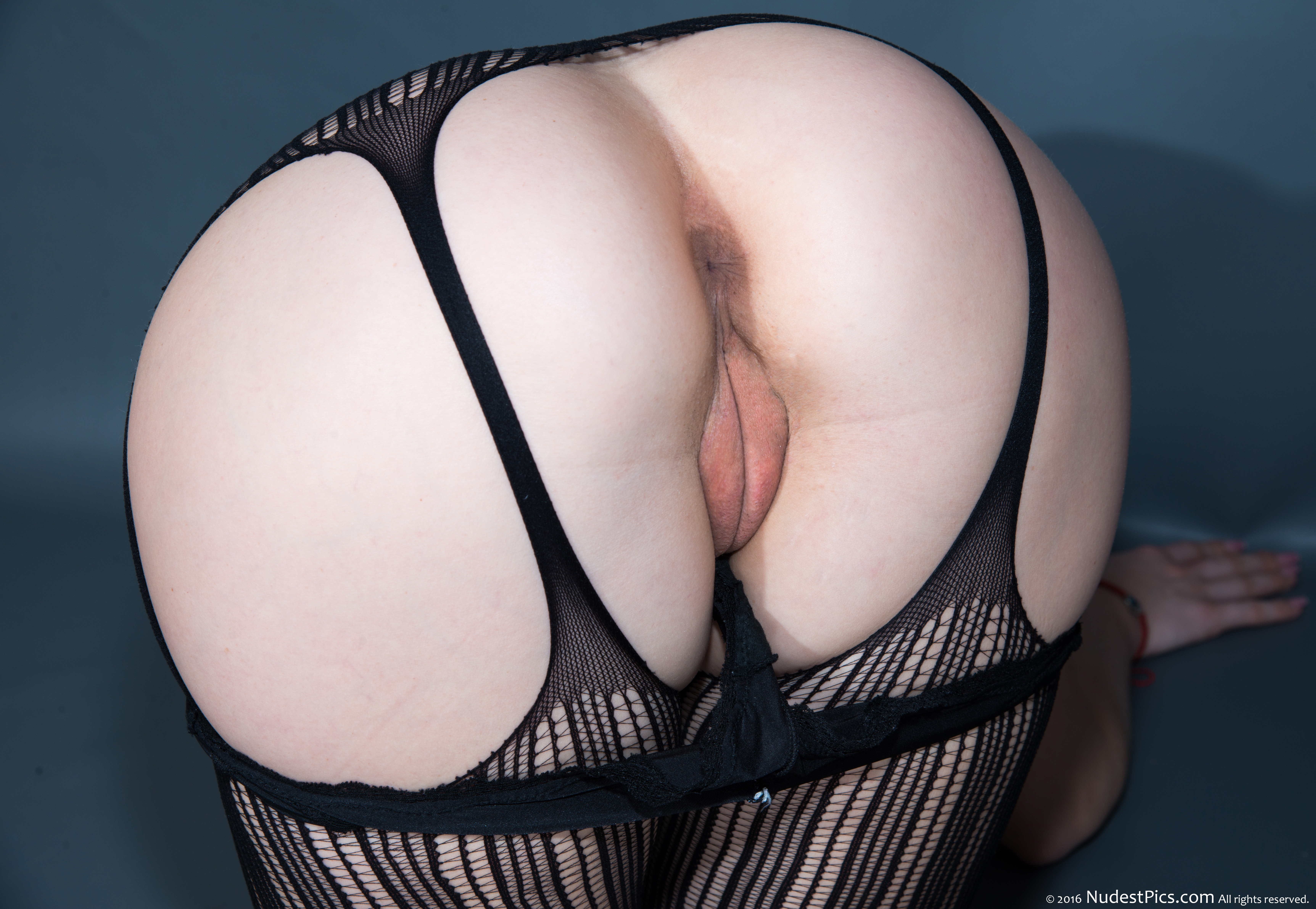 Sensuous White Booty & Pussy Up with Black Garters HD