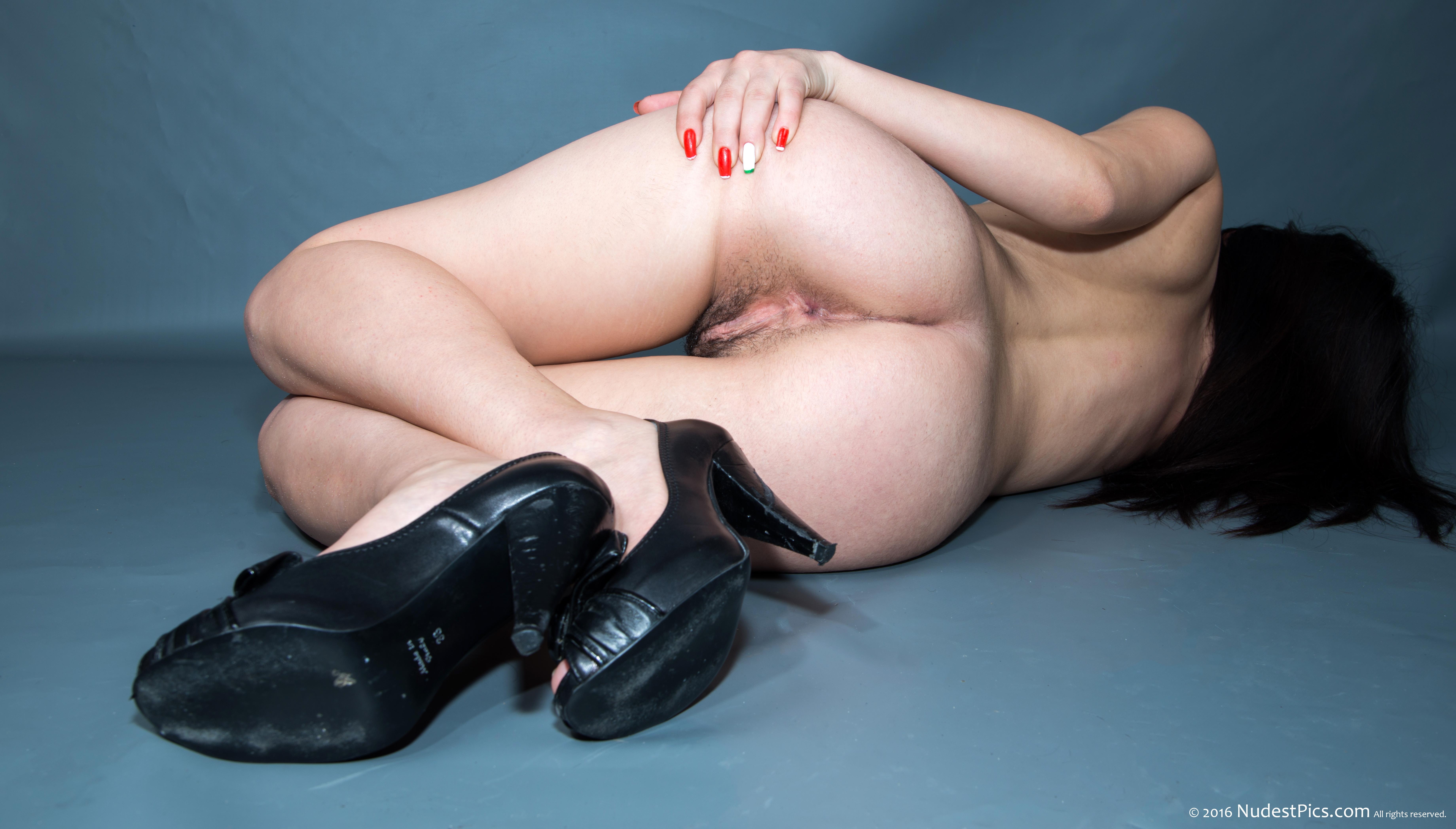 Nude Mademoiselle Hairy Butt Spreading Sideways full HD